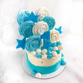 Бело-голубой торт с цифрой