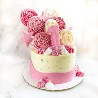 Торт с меренгами и цифрой
