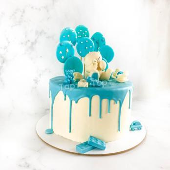 Торт №4 - Бело-голубой с фигуркой мишки