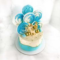 Торт №5 - Бело-голубой с фигуркой слоника