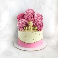 Розовый торт для девочки