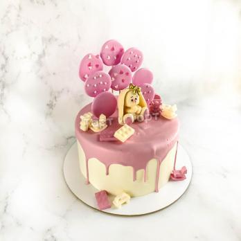 Торт девочке с фигуркой