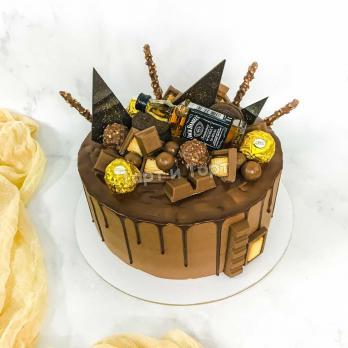 Торт с шоколадками и бутылочкой Джек Дэниелс