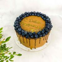 Торт №214 - Шоколадного цвета с ягодами по кругу