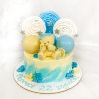 Торт №216 - Бело-голубой с мишкой, меренгами и шарами