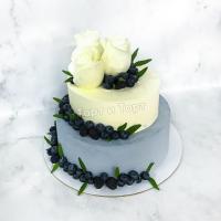 Торт 259 - С живыми розами и ягодами из натуральных ингредиентов