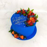 синий торт с ягодами