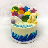 Торт №24 - Белый с синими мазками, мишкой, облаками и звездами