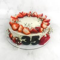 Торт №228 - С клубникой и цветами