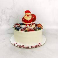 Торт №318 - Новогодний Дед Морозом с ягодами