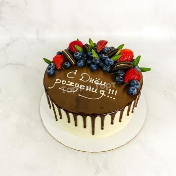 Торт №675 - С ягодами и шоколадными подтеками