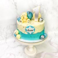 Торт №820 - Бело-голубой с мишкой и шариками