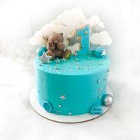 Торт №826 - Голубой с мишкой и облаками